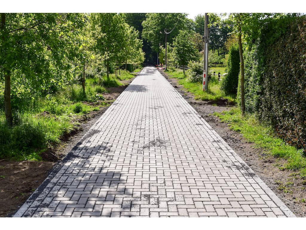 Waterpasserende-betonstraatsteen-Damme-1